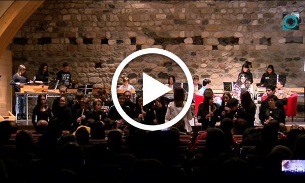 Els alumnes de l'institut viatgen al Jamboree amb un original concert de Nadal