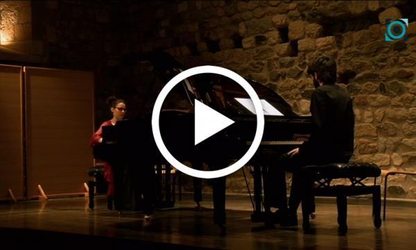 Dos pianos i dos pianistes omplen de talent el Castell