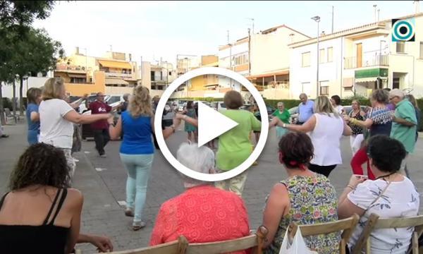 Set anys de sardanes a la fresca a la plaça Europa