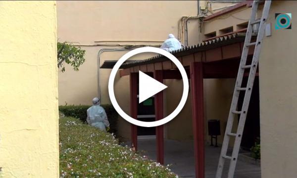 Retirada la coberta d'uralita situada als porxos de l'Escola de Música Municipal