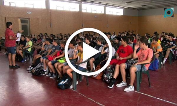 Els alumnes de secundària i Batxillerat reprenen les classes
