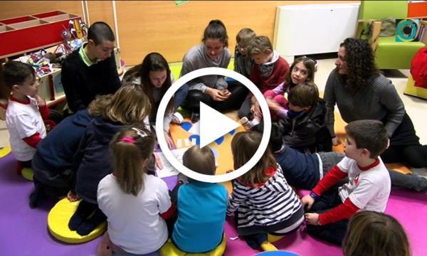La Biblioteca infantil dedica una sessió mensual als contacontes en anglès