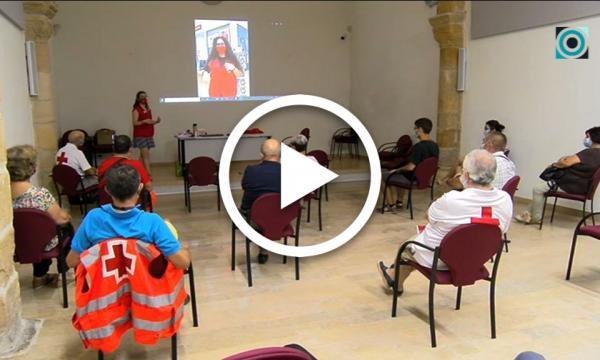 Creu Roja forma el voluntariat que actuarà a peu de carrer en la campanya anti-Covid de l'Ajuntament