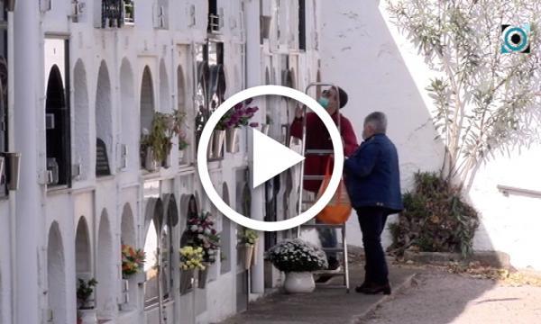 Mesures anti-Covid durant la celebració de Tots Sant al cementiri municipal